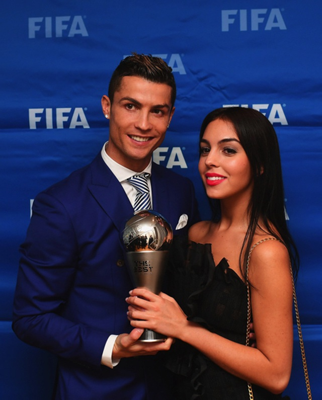 """Bạn gái bật mí chuyện """"tình yêu sét đánh"""" với C.Ronaldo - 2"""