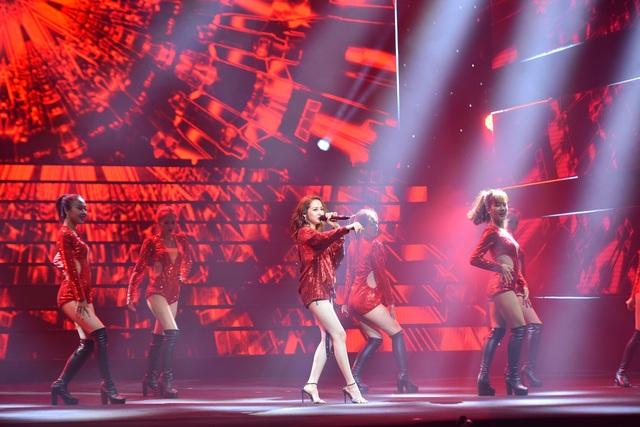 """Bảo Anh đỏ rực trên sân khấu mang chủ đề """"Tương lai"""" - 1"""