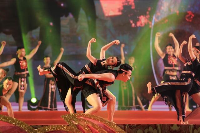 Hàng nghìn người tham dự khai mạc Festival Văn hóa truyền thống Việt 2019 - 8