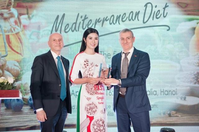 Hoa hậu Ngọc Hân được Italy phong danh hiệu Đại sứ ẩm thực - 1
