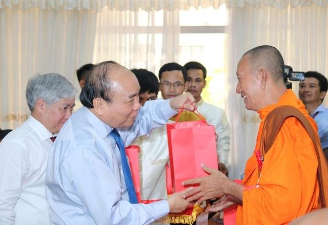 Thủ tướng Nguyễn Xuân Phúc chúc tết cổ truyền đồng bào Khmer Nam Bộ - 1