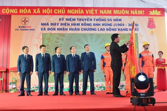 Công ty điện Thanh Hoá đón Huân chương Lao động hạng Nhất - 1