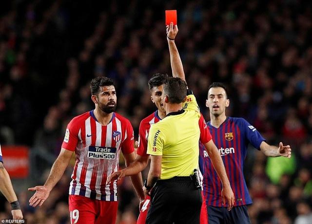 Diego Costa có thể bị treo giò tới 8 trận vì xúc phạm trọng tài - 1