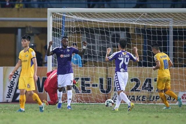 """Quang Hải """"khai hỏa"""", Hà Nội FC thắng đậm SL Nghệ An - 3"""