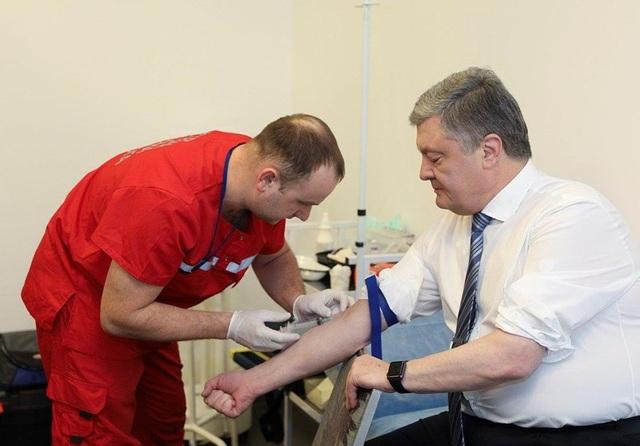 Bầu cử Ukraine: Ông Zelenskiy thách ông Poroshenko thử ma túy - 1