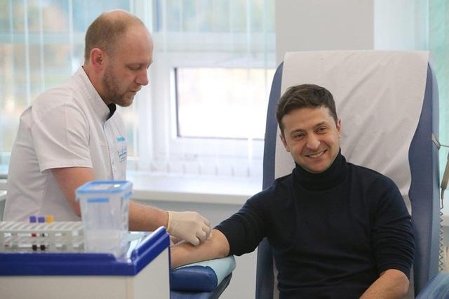 Bầu cử Ukraine: Ông Zelenskiy thách ông Poroshenko thử ma túy - 2