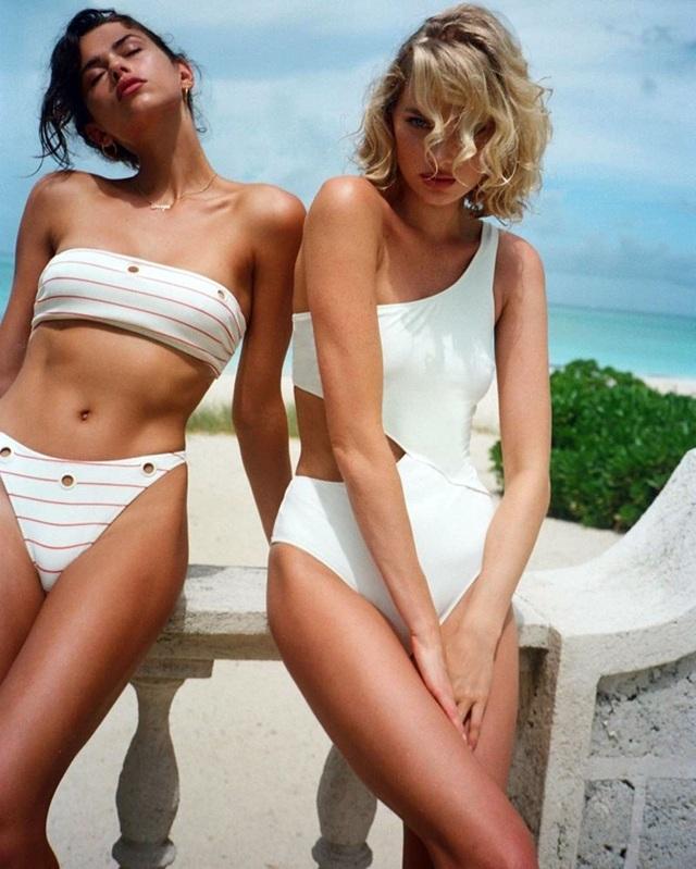 Hai siêu mẫu áo tắm khoe dáng quyến rũ - 13