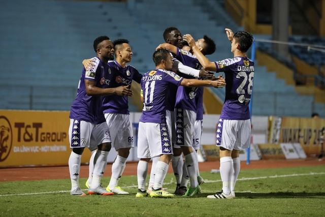 """Quang Hải """"khai hỏa"""", Hà Nội FC thắng đậm SL Nghệ An - 1"""