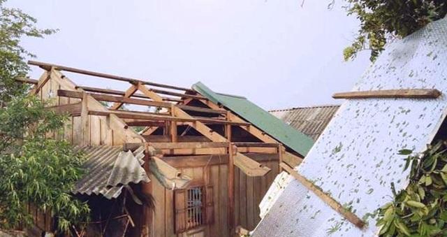 Bộ đội giúp dân khắc phục hậu quả mưa đá, lốc xoáy - 4