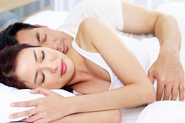 Tại sao các cặp đôi nên âu yếm nhau sau khi quan hệ tình dục? - 1