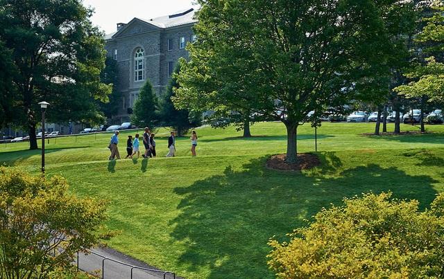 Top 10 trường đại học, cao đẳng Mỹ hỗ trợ tài chính hào phóng nhất cho sinh viên - 1