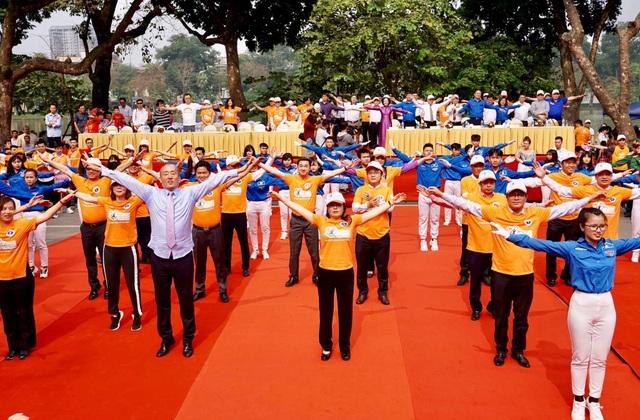 Bộ trưởng Y tế kêu gọi nhân viên y tế tập thể dục giữa giờ nâng cao sức khỏe - 1