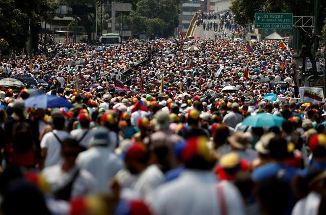 Biểu tình rúng động Venezuela, thủ lĩnh đối lập kêu gọi gây sức ép chưa từng có với chính quyền - 1