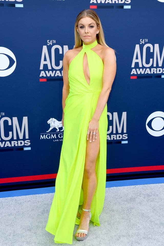 Carrie Underwood đẹp kiêu sa dự lễ trao giải nhạc đồng quê - 11