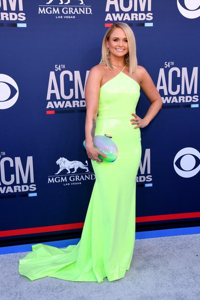 Carrie Underwood đẹp kiêu sa dự lễ trao giải nhạc đồng quê - 26