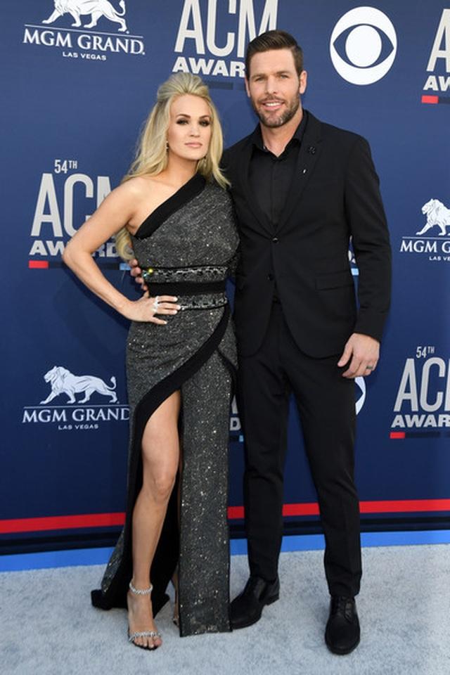 Carrie Underwood đẹp kiêu sa dự lễ trao giải nhạc đồng quê - 2