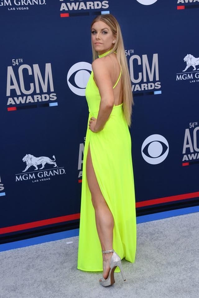 Carrie Underwood đẹp kiêu sa dự lễ trao giải nhạc đồng quê - 12