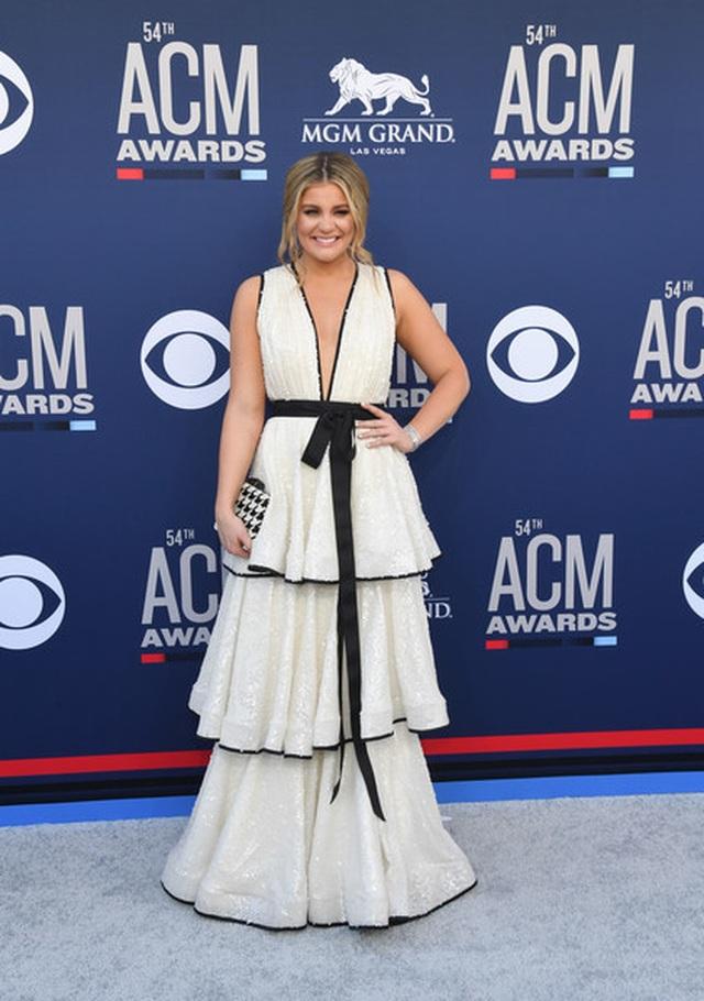 Carrie Underwood đẹp kiêu sa dự lễ trao giải nhạc đồng quê - 19