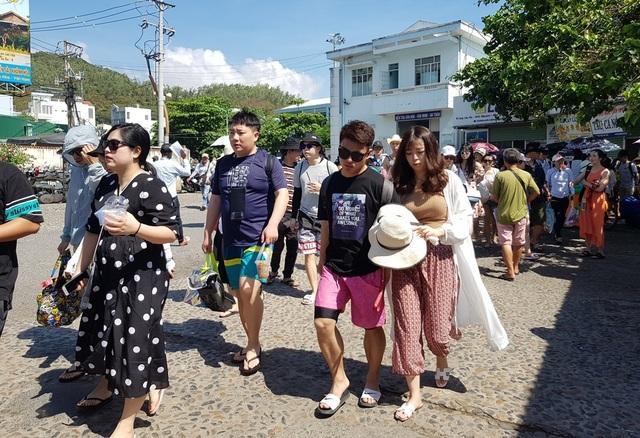 Khánh Hòa đón gần 1,6 triệu lượt khách lưu trú trong 3 tháng đầu năm - 4