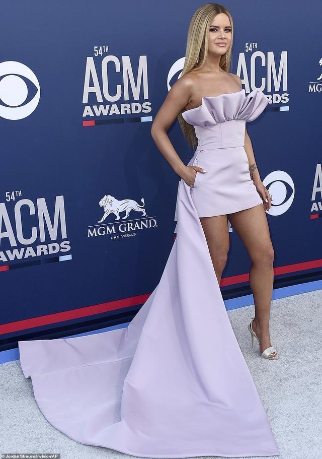 Carrie Underwood đẹp kiêu sa dự lễ trao giải nhạc đồng quê - 10