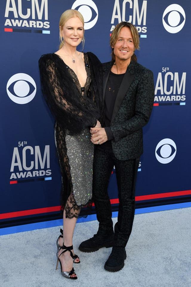 Carrie Underwood đẹp kiêu sa dự lễ trao giải nhạc đồng quê - 8