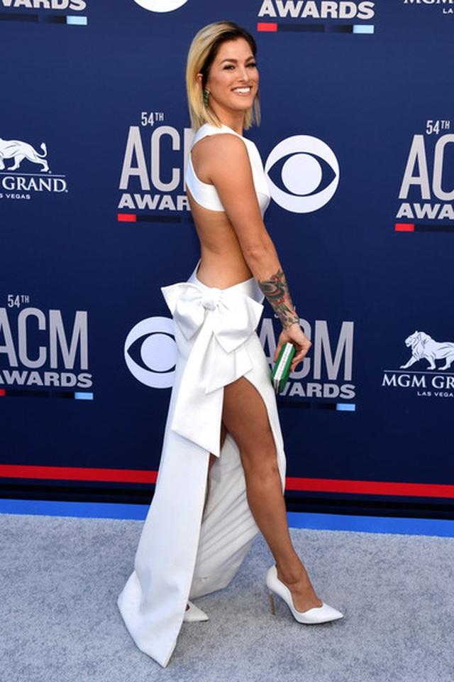 Carrie Underwood đẹp kiêu sa dự lễ trao giải nhạc đồng quê - 5