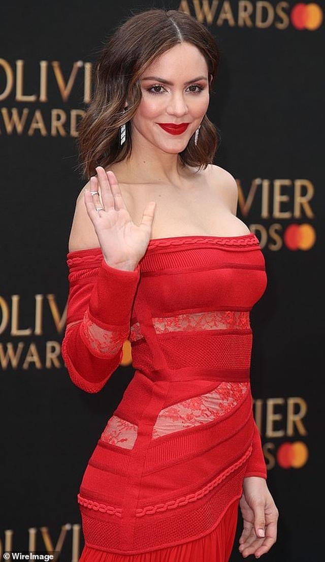 Katharine McPhee lộng lẫy với váy đỏ - 5
