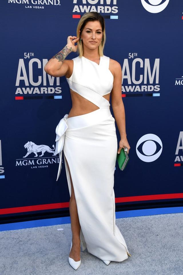 Carrie Underwood đẹp kiêu sa dự lễ trao giải nhạc đồng quê - 6