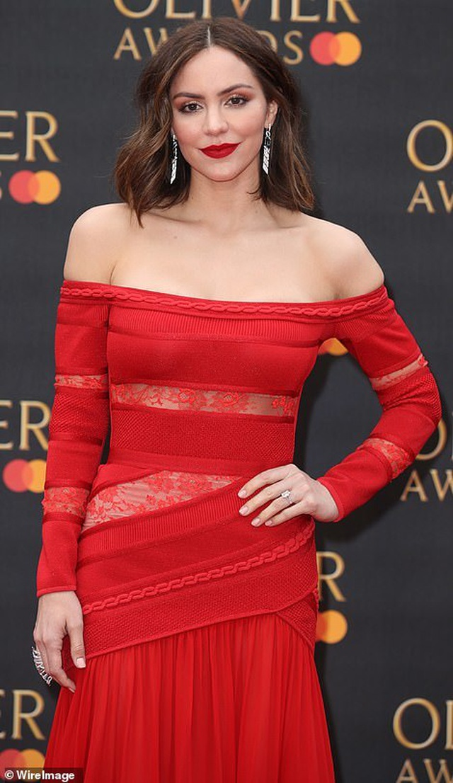 Katharine McPhee lộng lẫy với váy đỏ - 6
