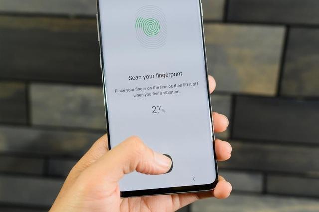 """Xem cảm biến vân tay siêu âm trên Galaxy S10 bị """"hack"""" trong chưa đến 10 giây - 1"""