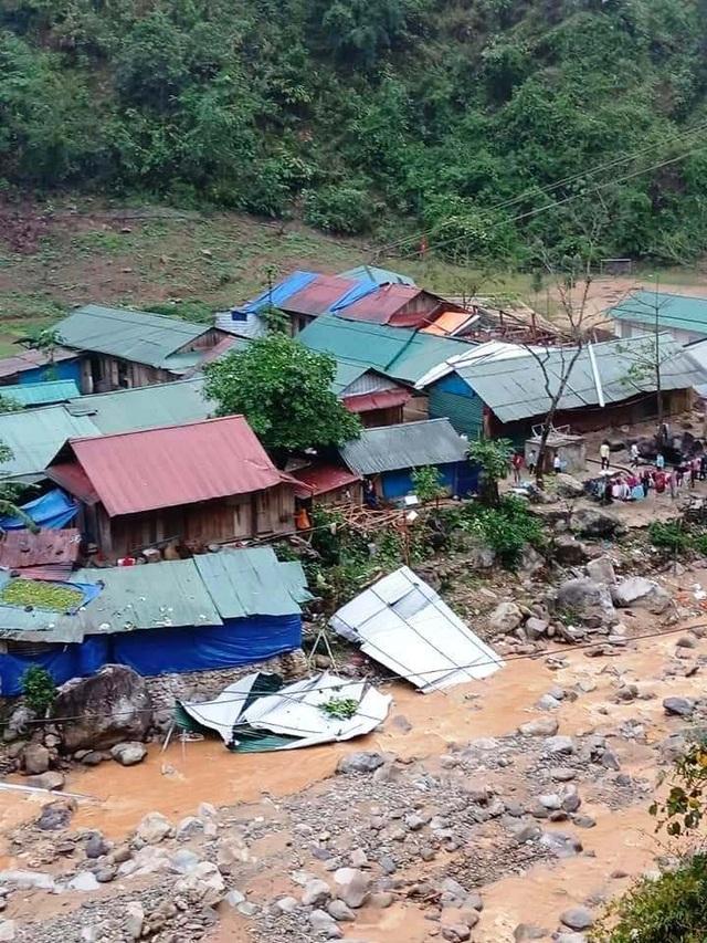 Trường học tan tác sau trận bão lốc trong đêm - 10