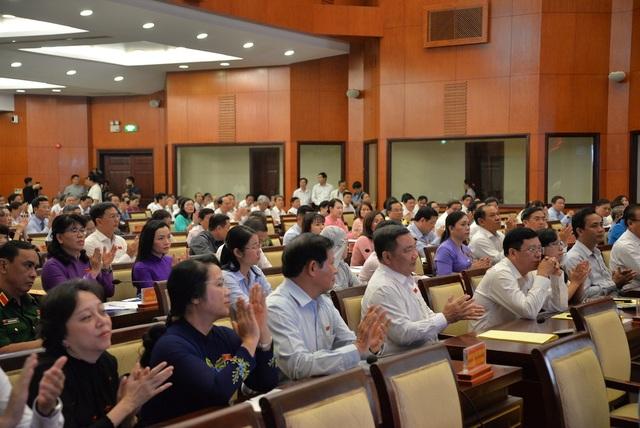 720 tỷ đồng chi tăng thêm cho cán bộ làm nóng nghị trường TPHCM - 4