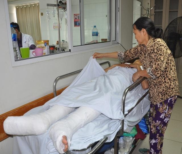 Mẹ bị ung thư khóc cạn nước mắt trước cảnh con bị tai nạn thập tử nhất sinh - 5