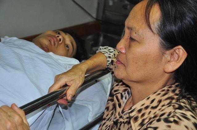 Mẹ bị ung thư khóc cạn nước mắt trước cảnh con bị tai nạn thập tử nhất sinh - 4