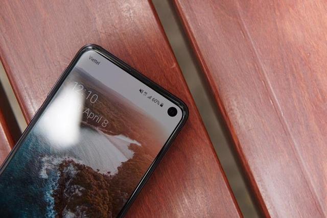 Đánh giá nhanh Galaxy S10e: Mạnh mẽ, vừa tay - 3