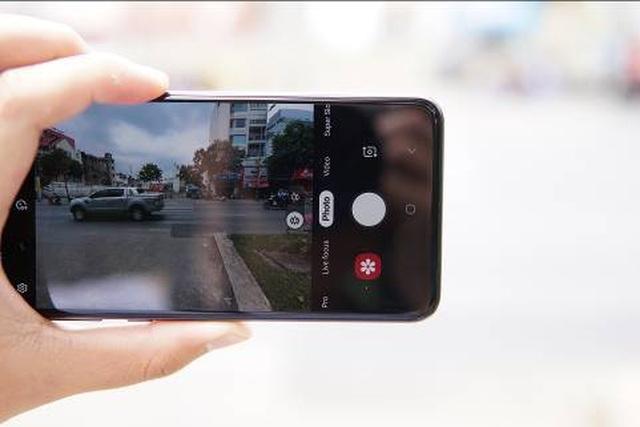 Đánh giá nhanh Galaxy S10e: Mạnh mẽ, vừa tay - 4