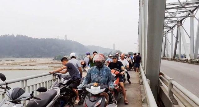 Nữ kế toán gieo mình xuống sông Lam tự tử - 1