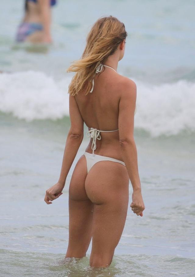 Kimberley Garner nuột nà với bikini trắng - 6