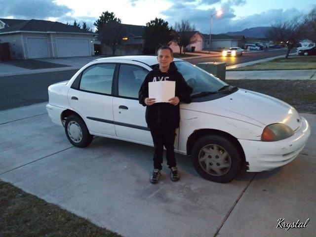 Thiếu niên 13 tuổi tự kiếm tiền mua xe tặng mẹ khiến dân mạng thán phục - 1