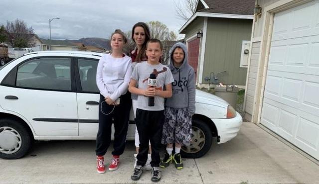 Thiếu niên 13 tuổi tự kiếm tiền mua xe tặng mẹ khiến dân mạng thán phục - 3