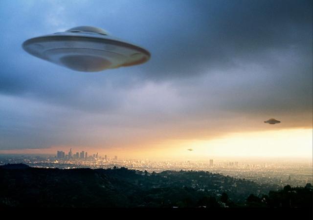 """UFO có thể là """"cỗ máy thời gian"""" được con người chế tạo từ tương lai? - 1"""