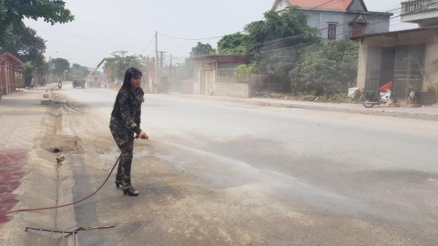 """Ninh Bình: Người dân sống bên Quốc lộ 12B """"kêu trời"""" vì bụi bẩn """"tra tấn""""! - 2"""