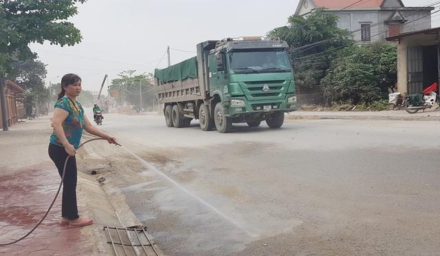 """Ninh Bình: Người dân sống bên Quốc lộ 12B """"kêu trời"""" vì bụi bẩn """"tra tấn""""! - 4"""