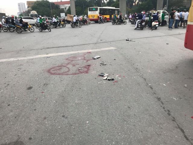 Nữ tài xế lái Mercedes gây tai nạn liên hoàn, 4 người nhập viện - 6