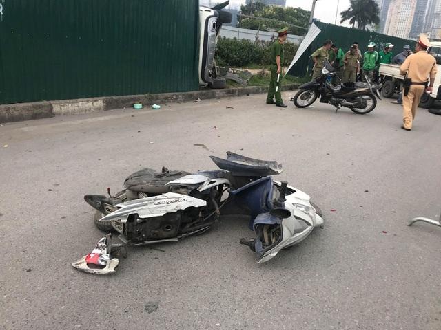 Nữ tài xế lái Mercedes gây tai nạn liên hoàn, 4 người nhập viện - 7