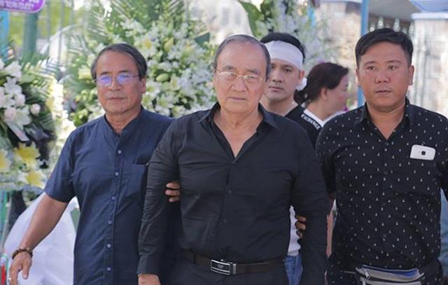 Minh Nhí, Hồng Vân khóc nức nở khi khi trang điểm cho Anh Vũ lần cuối - 3