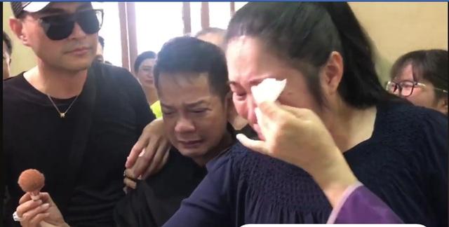 Minh Nhí, Hồng Vân khóc nức nở khi khi trang điểm cho Anh Vũ lần cuối - 4