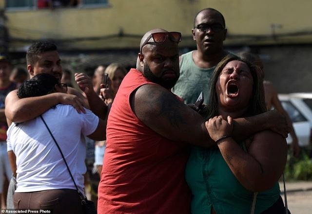 Binh sĩ Brazil bắn nhầm 80 phát đạn vào xe chở gia đình - 3