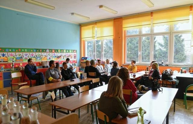 Giáo viên Ba Lan đình công với quy mô lớn đòi tăng lương - 1