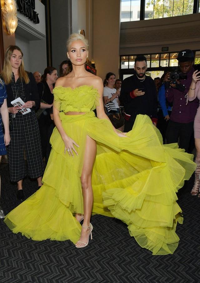 Pia Mia rực rỡ với váy vàng kiêu sa - 2